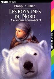 Une jeune fille et son daemon partent en quête des royaumes du Nord, là où le père de la jeune fille prépare une opération secrète...